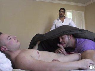 Big dick gay threesome with cumshot
