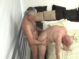 Dos Abueletes Follando A Pelo