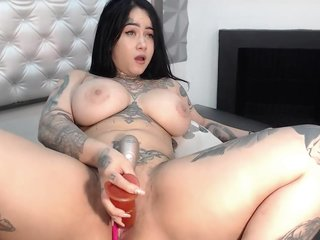 Tattoo chubby bitch get high of 3 toys in her tight pussy