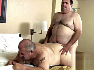 Chubvideos - Delivery Bear