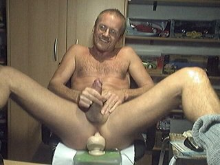 HARRI LEHTINEN WANKING HIS COCK WITH A HUGE KONG TOY DEEP IN HIS MANPUSSY!