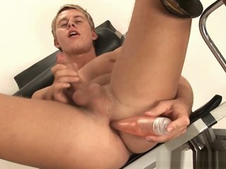 Hot bronzed blue eyed blond shows it all