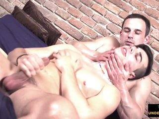 European twunk gets cockteased during massage