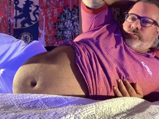 CHUB BEAR Coaches FEET and Huge Huge cum-shot at end