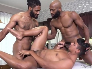 BBC Muscle Daddies Fucks B-Toy Jay