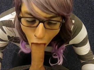 Craigslist blowjob from sissy crossdresser