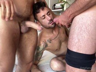 Pretty Tattoo-gay, Threesome