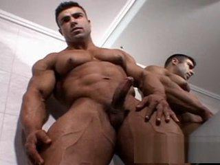 Eduardo Correa Bodybuilder in the Bathroom (parte 4)
